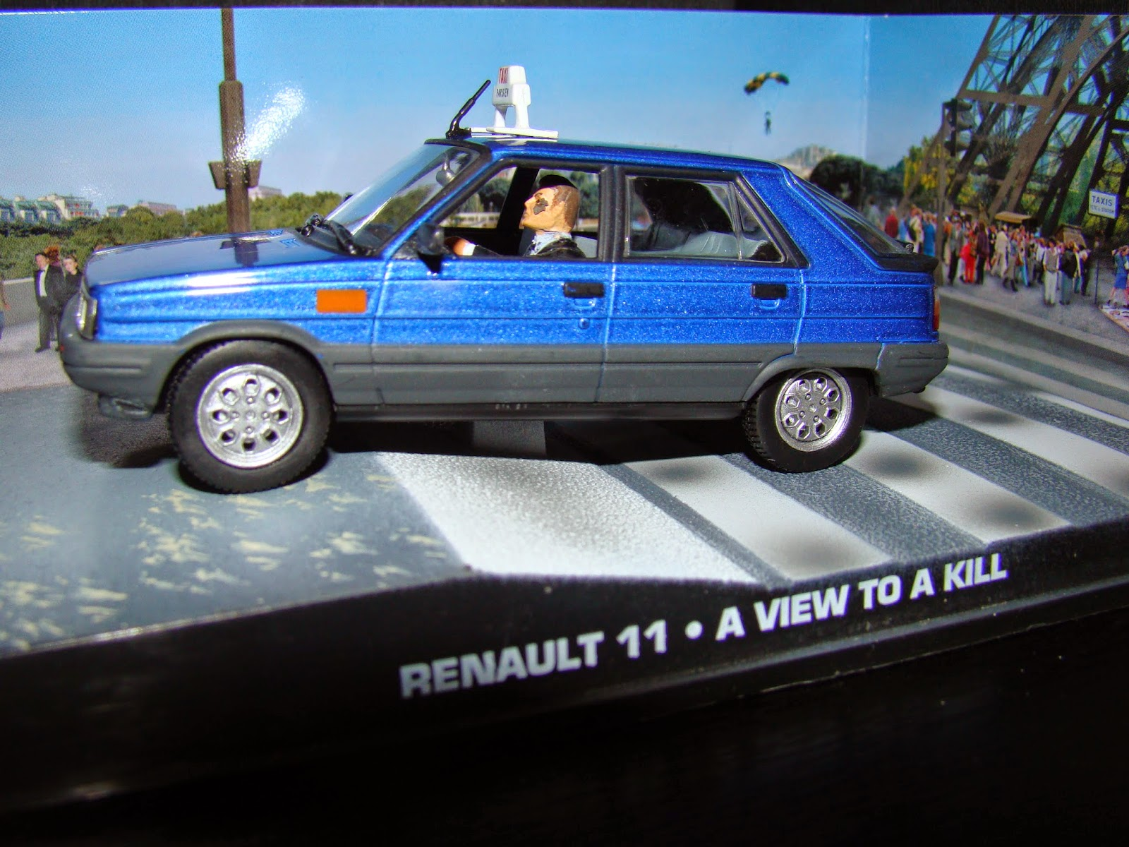 Renault 11 taxi mitad auto se enfrenta a la muerte a view to kill James Bond 007