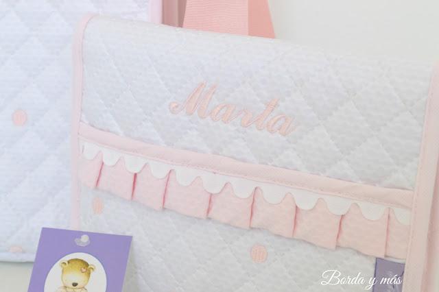 portadocumentos blanco y rosa