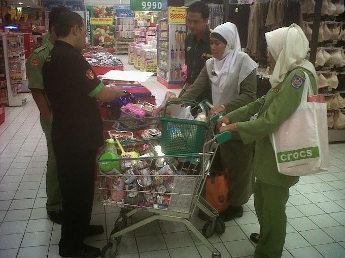 Makanan Kadaluarsa dan Produk Tak ber-SNI Ditemukan di Giant Tole Iskandar