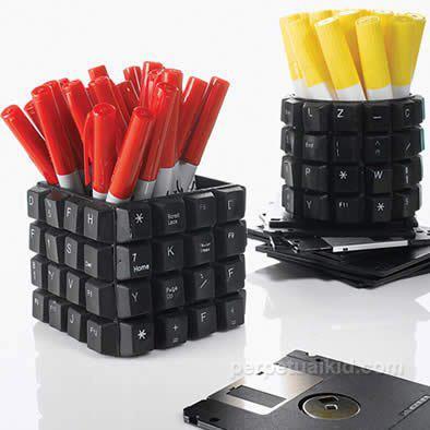 Креативное и прикольное использование старых компьютерных клавиатур.
