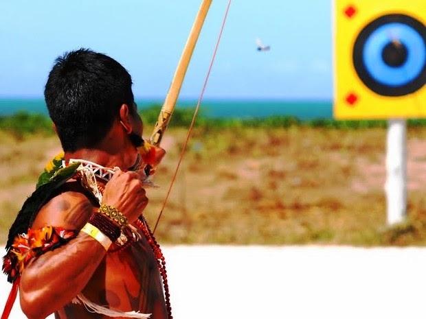 Prática do arco e flecha é uma alternativa para quem deseja conhecer a aldeia indígena. (Foto: Hadja)