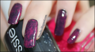 "saran wrap nails / Frischhaltefolien Nägel feat. essie ""bobbing for baubles"" & ""bachelorette bash"""