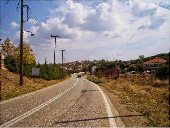 Εισοδος του χωριου  3