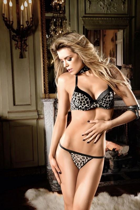 English Model Elle Liberachi