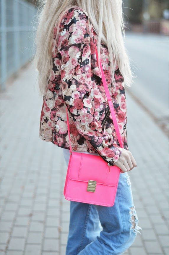 http://www.abaday.com/red-long-sleeve-zipper-floral-jacket.html