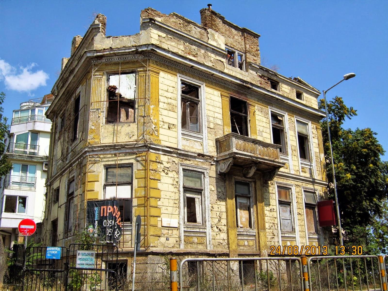 Разрушена сграда