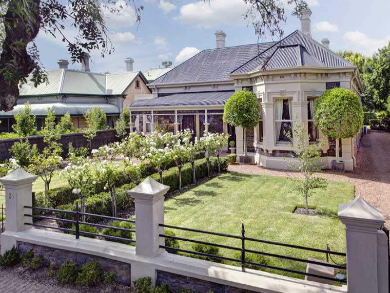 The laurel hedge calling all expats for 35 dutton terrace medindie