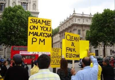 http://4.bp.blogspot.com/-klNctasyzkI/Th96K17npAI/AAAAAAAAi0M/6RkowGRRSEc/s400/demo_london_downing_st.jpg