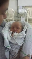 Vicente nasceu dia 25 de maio através de uma cesárea necessária...