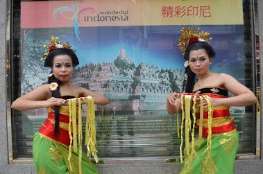 batik swot analysis Strategy to increase competitiveness of batik banyumasan threat (swot) analysis and interactive analysisthe location of study was conducted in balingmascakeb.