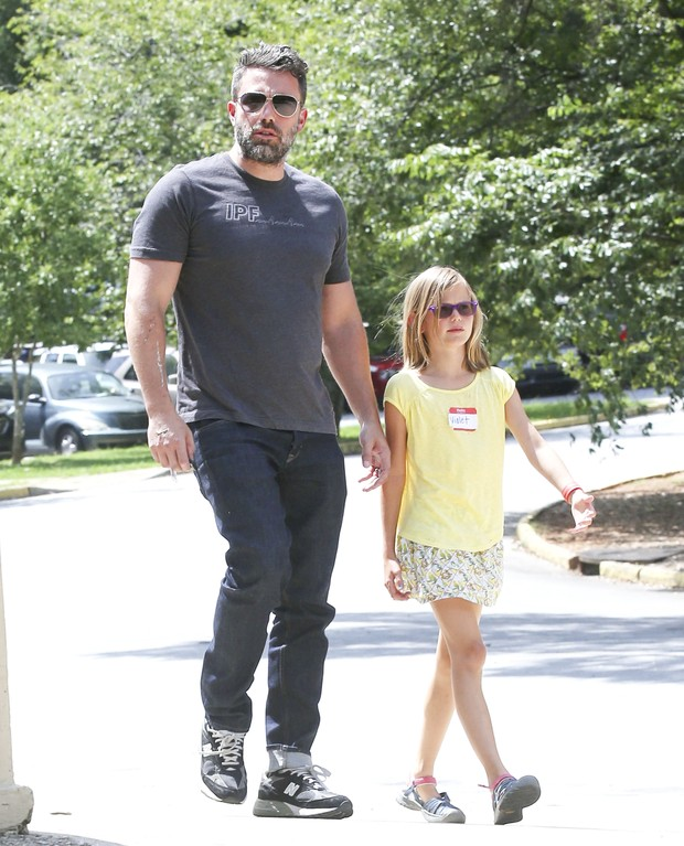 After separation, Ben Affleck is seen wearing a wedding ring again