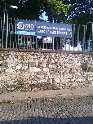 letrero parque das ruínas en río de janeiro
