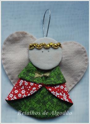 Anjinho de tecido e feltro para árvore de natal