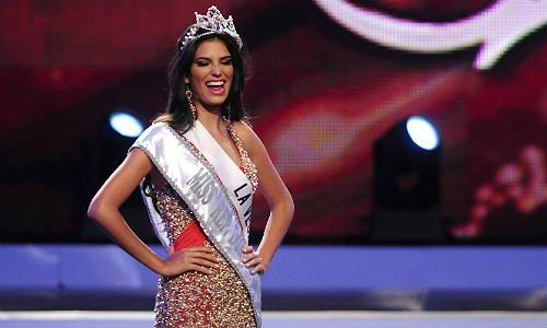 Miss Dominican Republic: Carlina Duran relinquish her crown