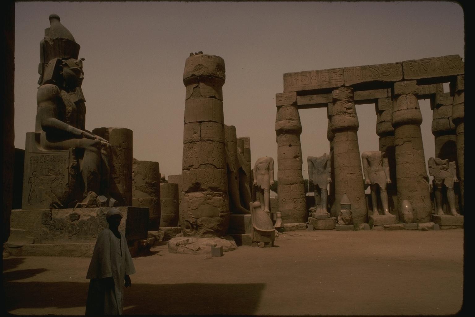 http://4.bp.blogspot.com/-kmvAVYM8_7k/TfiqxyuXpKI/AAAAAAAAAWo/LCEpmCNIdMI/s1600/Egypt+Pyramids+%252822%2529.JPG