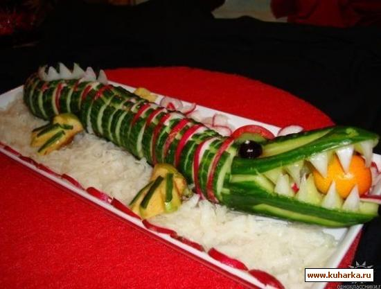 alligator shape vegetable art picture, Hotel dining table decoration idea for party, decorate foods for kids