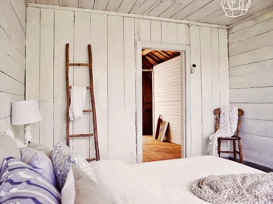 dom, wystrój wnętrz, wnętrza, home decor, styl skandynawski, białe wnętrza, shabby chic, sypialnia, łóżko, drabina