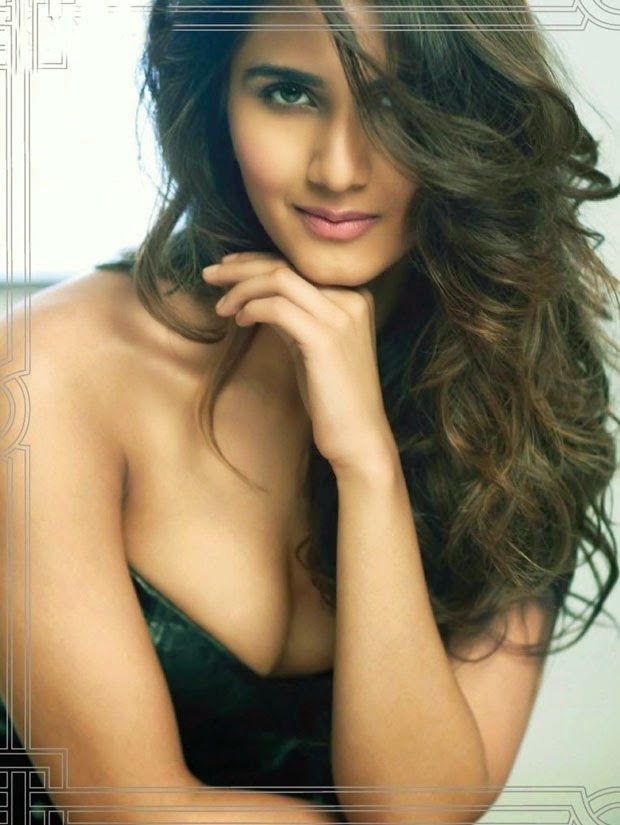 Vaani Kapoor Hot cleavage hd wallpapers
