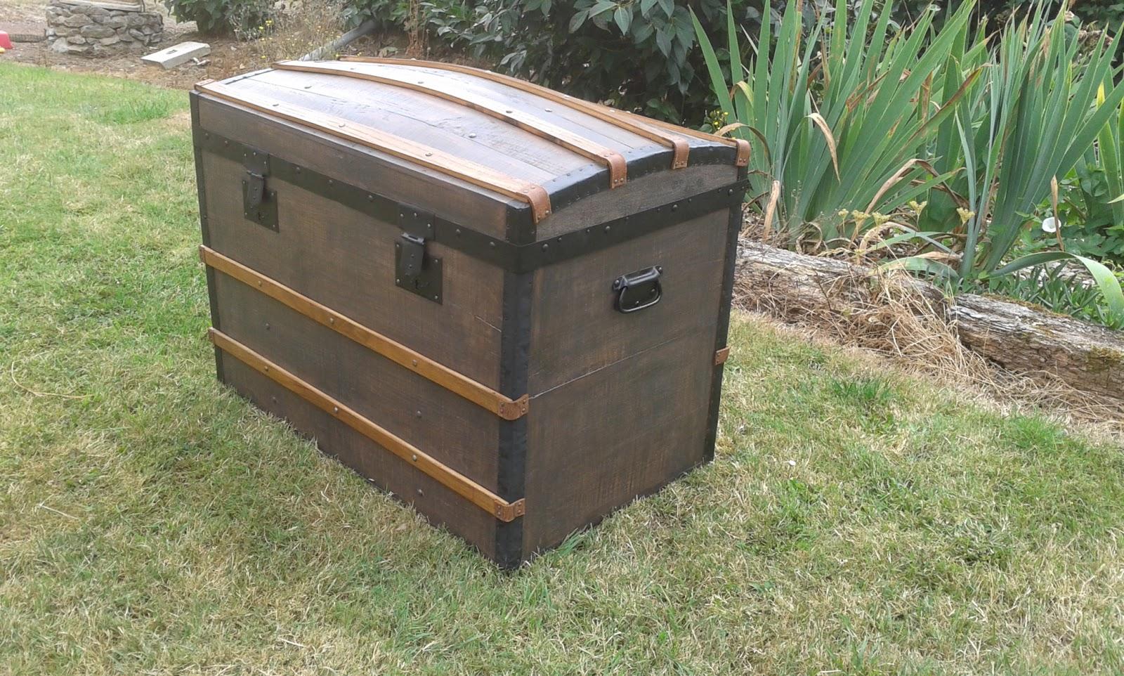 comment restaurer une vieille malle en bois. Black Bedroom Furniture Sets. Home Design Ideas