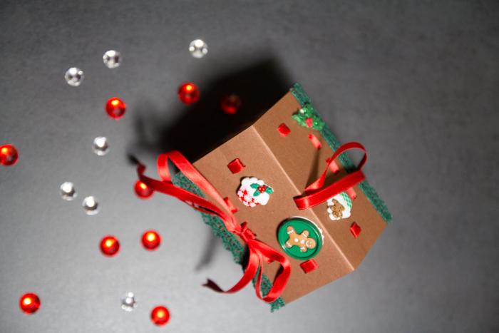 Weihnachtliche Geschenkverpackung selbstgebastelt für Gebäck
