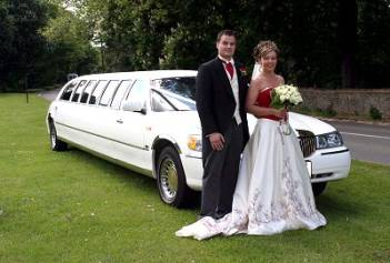 http://4.bp.blogspot.com/-ko6S8IP6qK4/ToSRvTJwduI/AAAAAAAAFAA/-HR9nXWcwI4/s1600/wedding_limo_couple.jpg