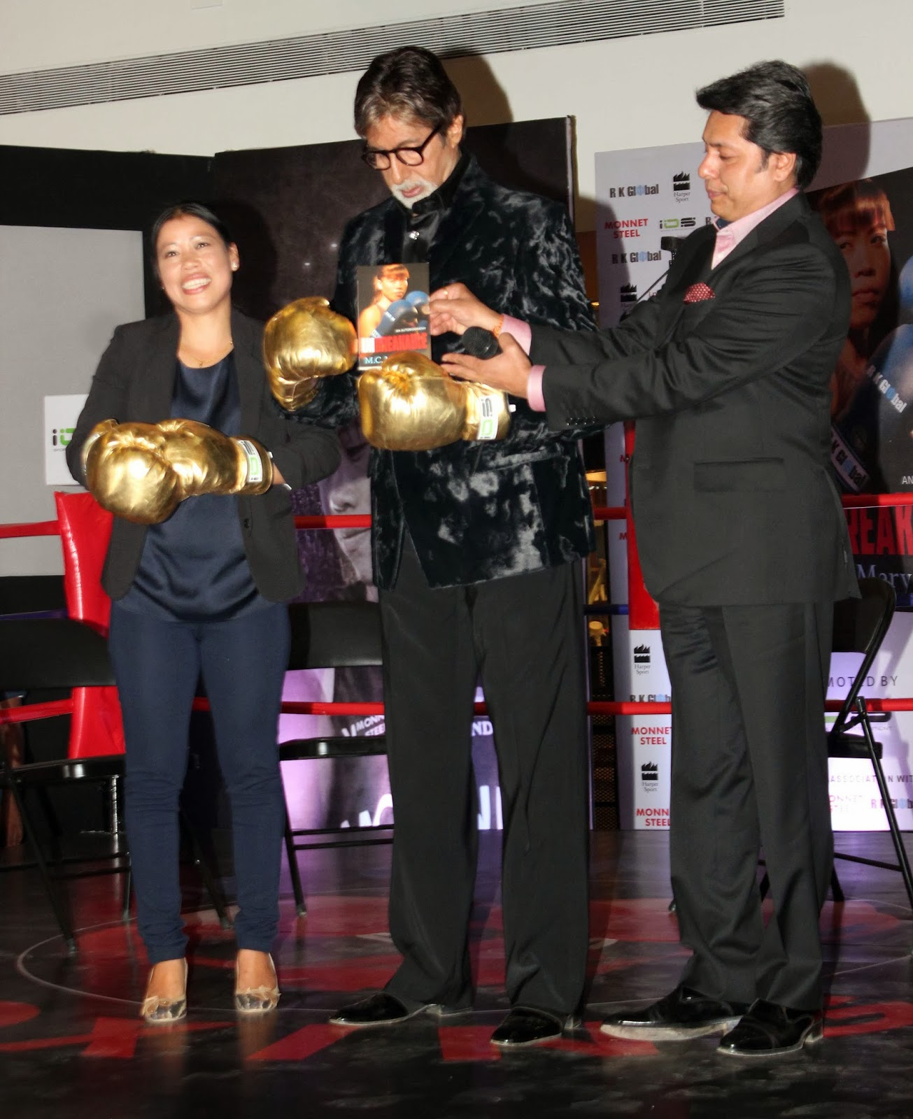 http://4.bp.blogspot.com/-koAbFk1-7fI/UqdNoVkC9KI/AAAAAAABmio/QvrYNTSbE2c/s1600/Amitabh-Launch-The-Biography-Of-Olympics-Medallist-And-Boxer-Mary-Kom-43.JPG