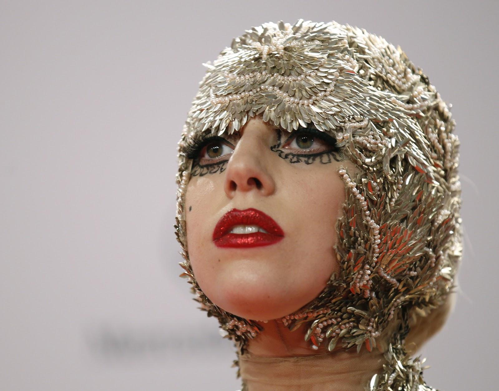 http://4.bp.blogspot.com/-koBBRSzXxRM/UIRNlsiAGjI/AAAAAAAAFF4/vYFUTtUY8z4/s1600/lady-gaga-hot-poker-face-man-twickenham-(1).jpg