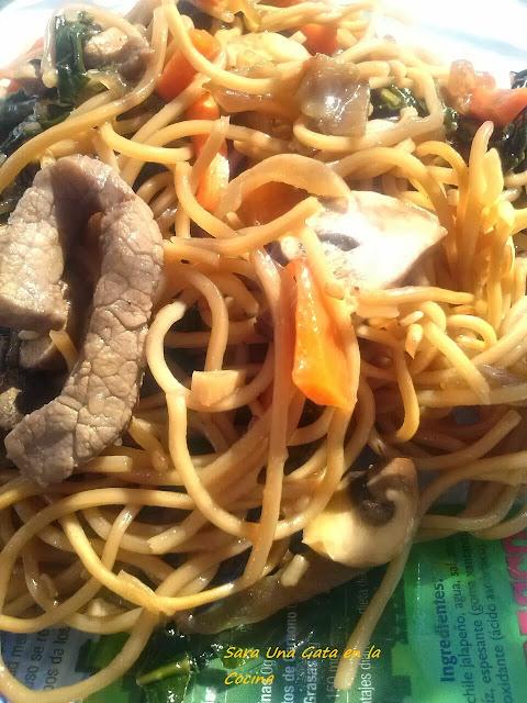 Espaguetis Chinos Con Carne