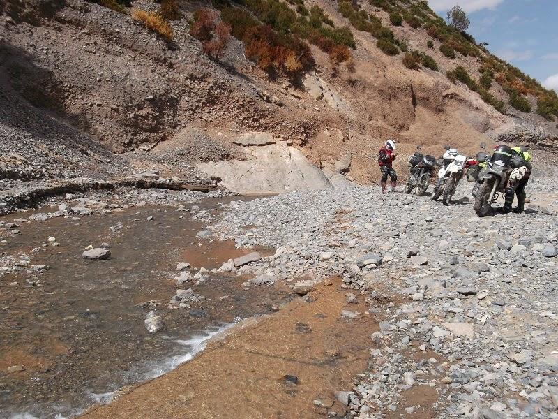 Cruzando ríos con la moto