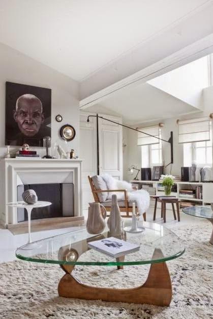 loft decorado con piezas icónicas del diseño comptemporáneo