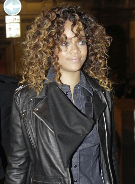 Rihanna shoulder length haircuts