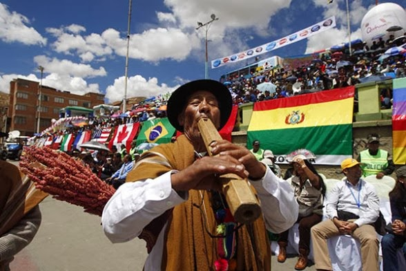 Grupos autóctonos alegran el acto de clausura del Año Internacional de la Quinua