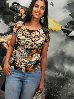 Kasthuri in Jeans with Less Makeup Picture Set (6)