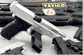 Criminosos compravam réplicas de pistolas para praticar roubos e furtos em comércios de Santa Luzia