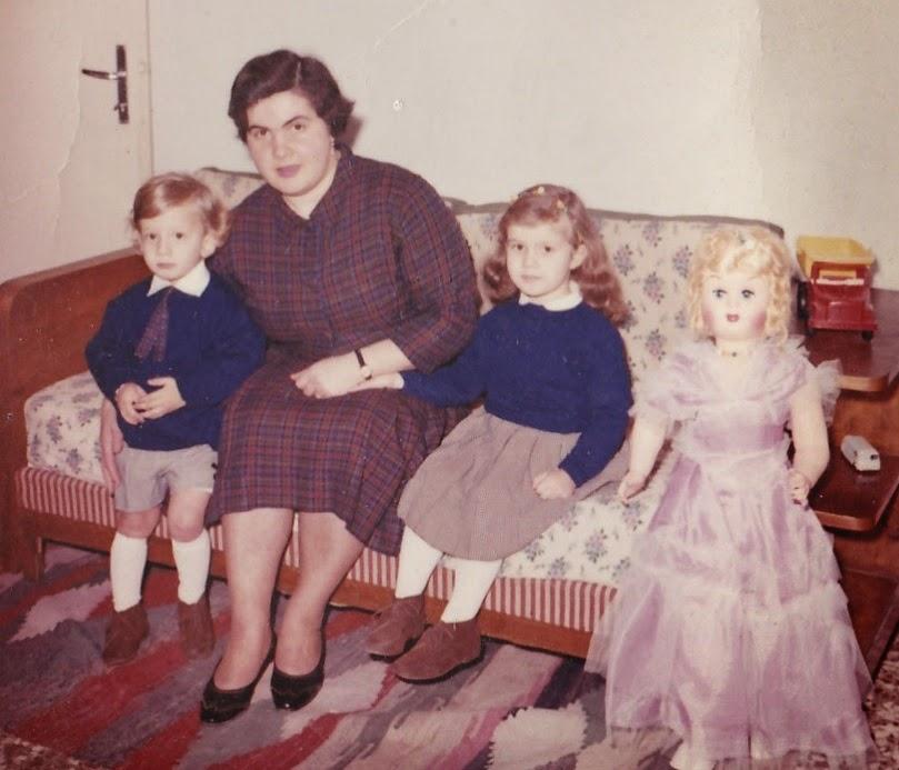 Mamma Anna Maria, Alessandro, Alessandra