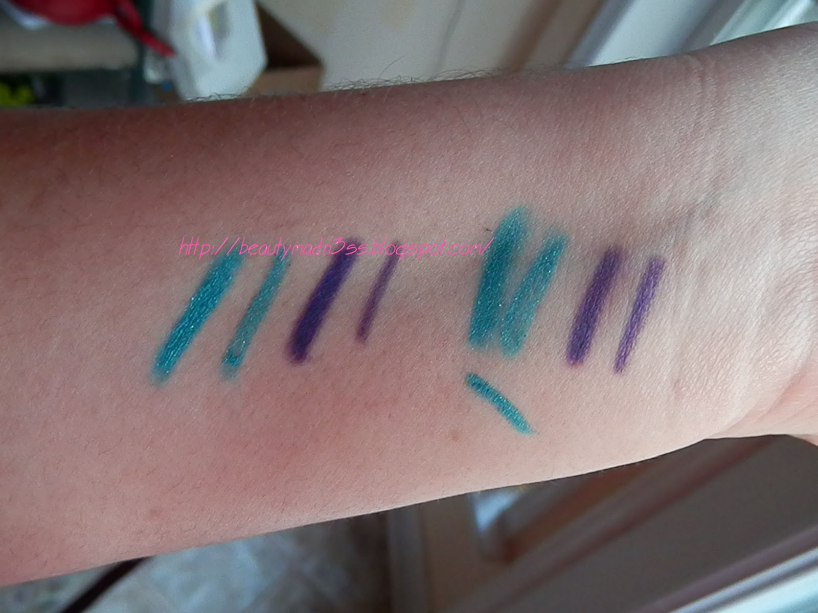 Wet n Wild Coloricon Eyeliner Pencil 650D Purple 659C Turquoise swatch