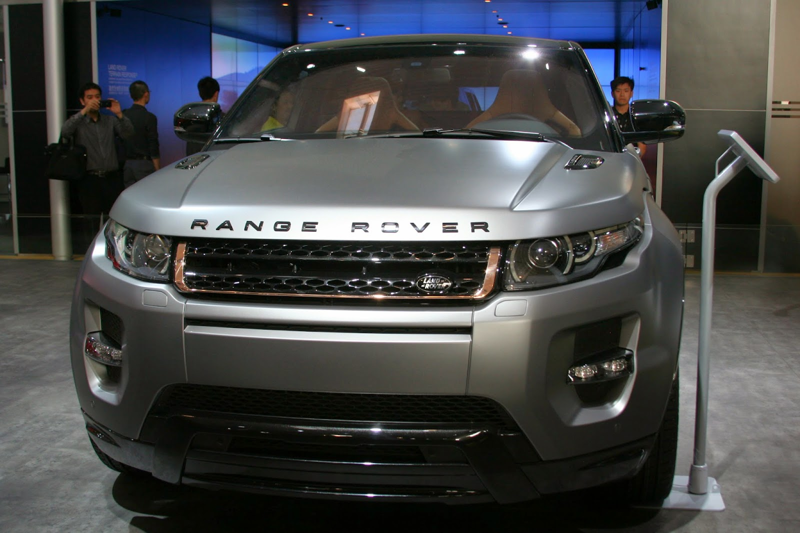 http://4.bp.blogspot.com/-kosxDQ4SK1s/U8eLpMeTjXI/AAAAAAAAJaQ/f57yveArRg0/s1600/2012_Auto_China_Land_Rover_Range_Rover_Evoque_Special_Edition_with_Victoria_Beckham_Beijing_+IMG_3380.JPG