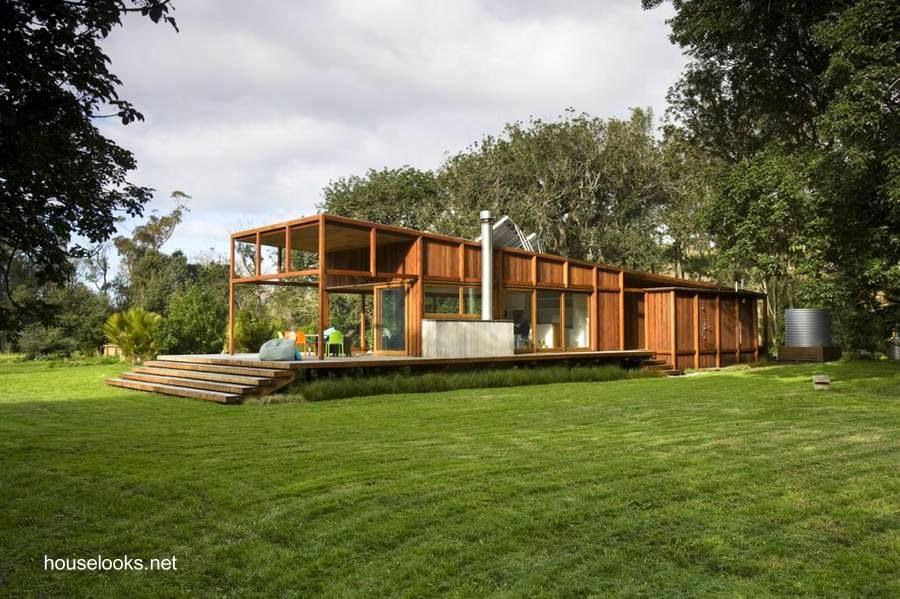 Moderna casa residencial contemporánea hecha de madera