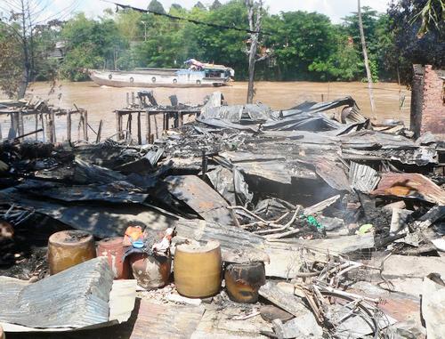 Hàng trăm công nhân tháo chạy vì đám cháy