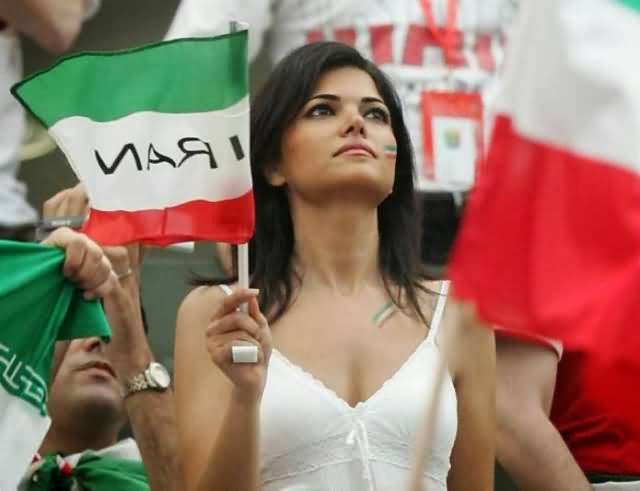 World Cup Beauties - Page 2 Iran+pretty+female+football+fan