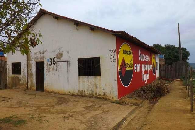 Vende-se uma casa nas margens da BR 226 com vista privilegiada da cidade de Grajaú.