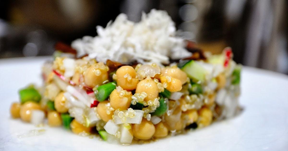 Ensalada de garbanzos y quinoa cocinar para nutrir for Cocinar 1 taza de quinoa