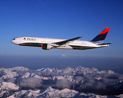 Penerbangan Horor, Pilot Terkunci dalam toilet sebelum pesawat mau mendarat