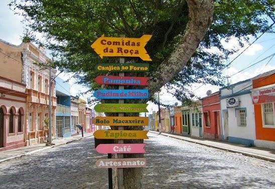 Rua principal de Areia com o casario centenário