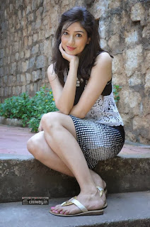 Actress-Tanvi-Vyas-New-Stills-at-Nenem-Chinna-Pillana-Interview
