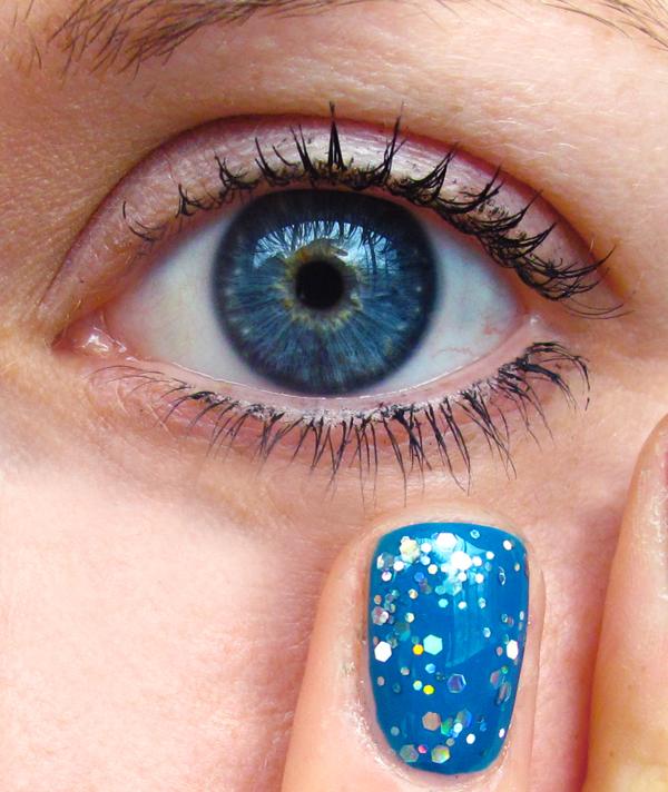 first nail art : Blue Nail Polish + Blue Eyes + Nfu Oh =