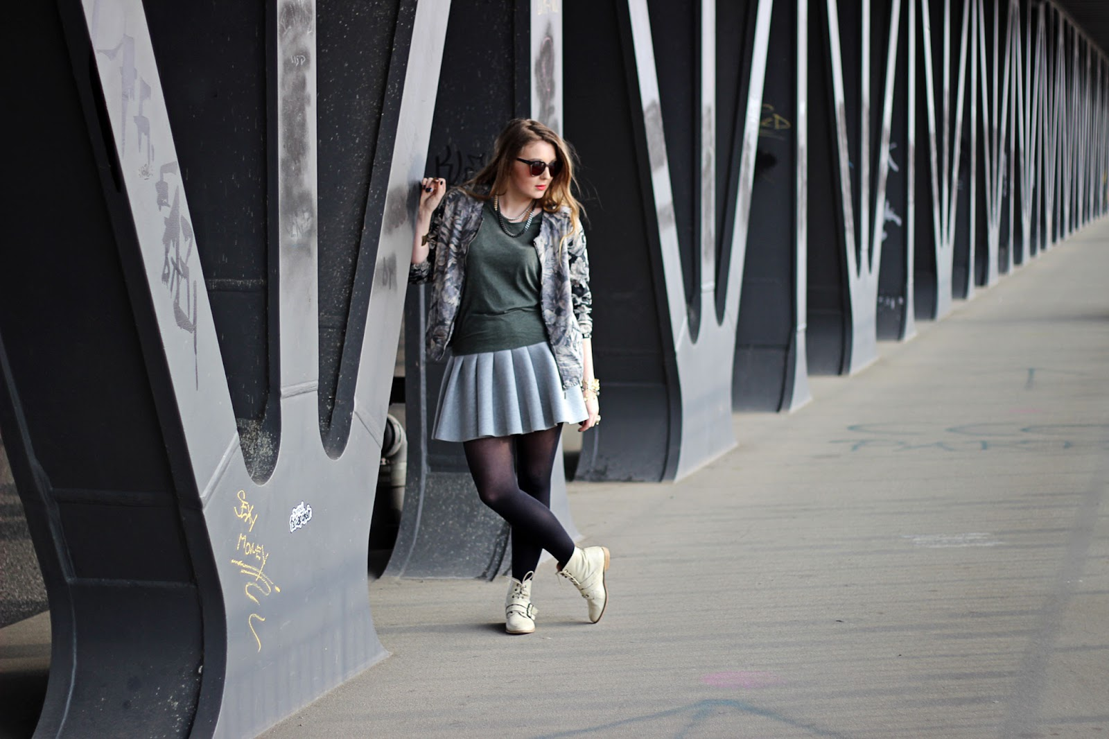 H&M Palmenprint Blouson, collegejacke, tropical print, Bomber jacke, Neopren rock, scuba skirt, bijou brigitte, kette, gold, grau, gerry weber, sonnebrille, sunnies, modeblogger, hamburg, fashion, germany