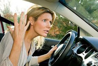 http://4.bp.blogspot.com/-kqQg5eboJAM/UM69AZY226I/AAAAAAAAHmw/KYmdqnMswa0/s1600/angry-woman-driver.jpg