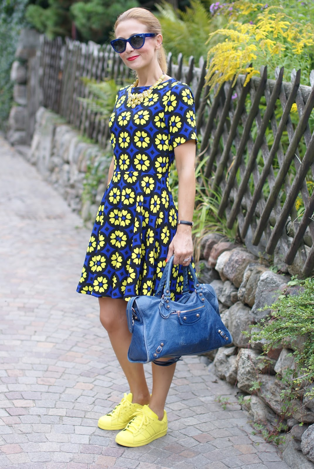 Girly dress with yellow daisies and adidas supercolor yellow on Fashion and Cookies fashion blog