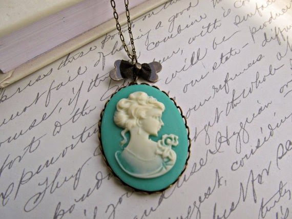 https://www.etsy.com/listing/159577166/seafoam-and-ivory-cameo-necklace-pretty